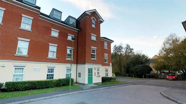2 Bedrooms Flat for sale in Bittern Close, Hemel Hempstead, Hertfordshire