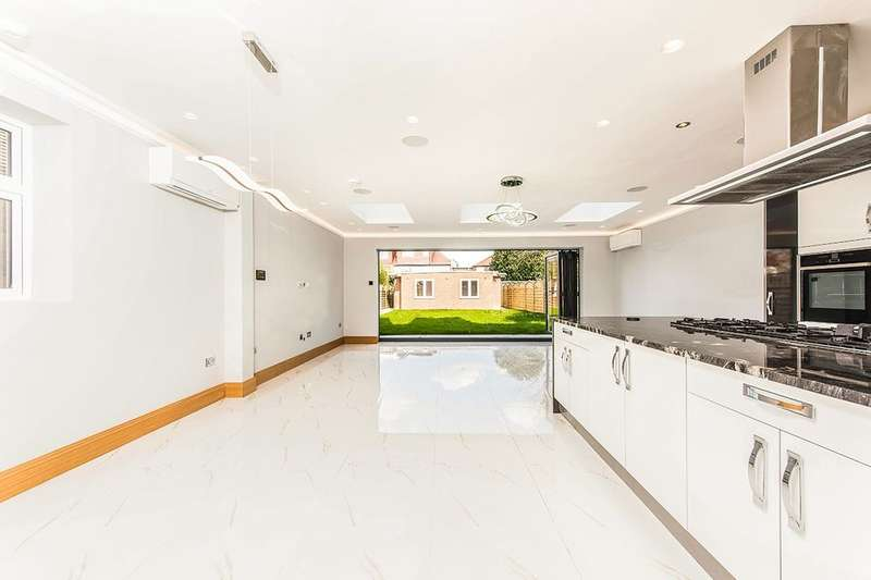 5 Bedrooms Detached House for sale in Wood Lane, Isleworth, TW7