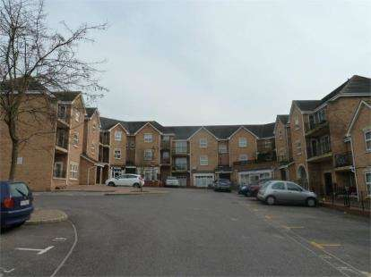 3 Bedrooms Flat for sale in Steeple View, Basildon, Essex
