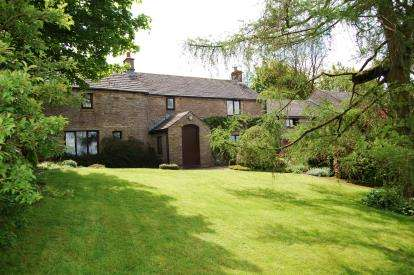5 Bedrooms Detached House for sale in Clayholes Road, Kettleshulme, High Peak, Cheshire