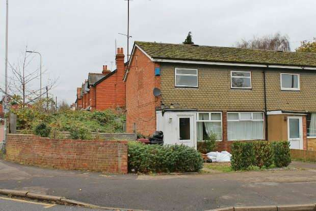 3 Bedrooms End Of Terrace House for sale in Hexham Road, Reading