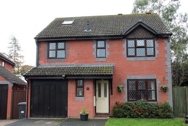 4 Bedrooms Detached House for sale in Martlet Close, Bowerhill, Melksham