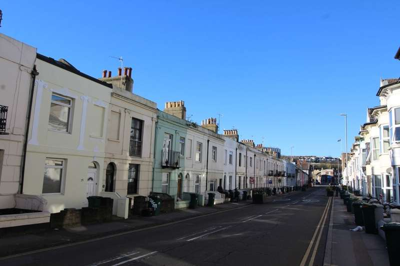 2 Bedrooms Flat for rent in Viaduct Road, Brighton, BN1