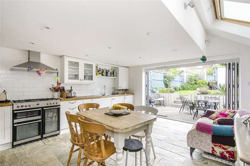 4 Bedrooms Terraced House for sale in Henslowe Road, London, SE22
