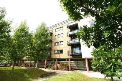 2 Bedrooms Flat for sale in Hartland House, Ferry Court, Cardiff, Caerdydd