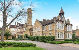 2 Bedrooms Flat for sale in Bunstone Hall, Chapel Drive, Dartford, Kent