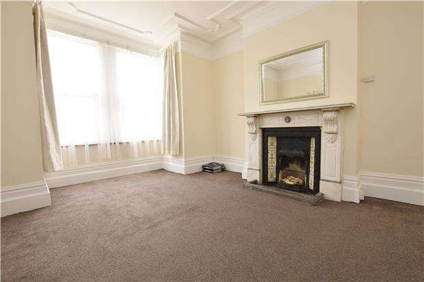 2 Bedrooms Maisonette Flat for sale in Mawney Road, ROMFORD, RM7 7HL