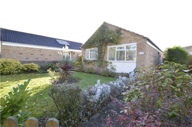 2 Bedrooms Detached Bungalow for sale in Willow Close, Woodmancote,GL52 9TU