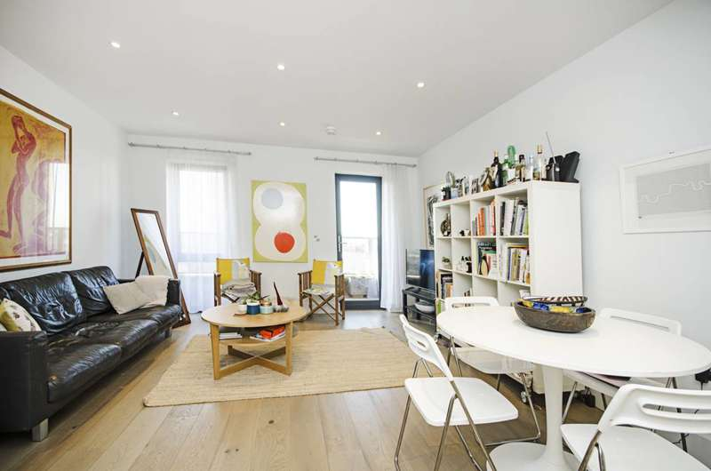 3 Bedrooms Flat for sale in Chatham Place, Hackney, E9
