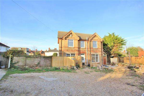 4 Bedrooms Detached House for sale in Tower Road, Bournemouth