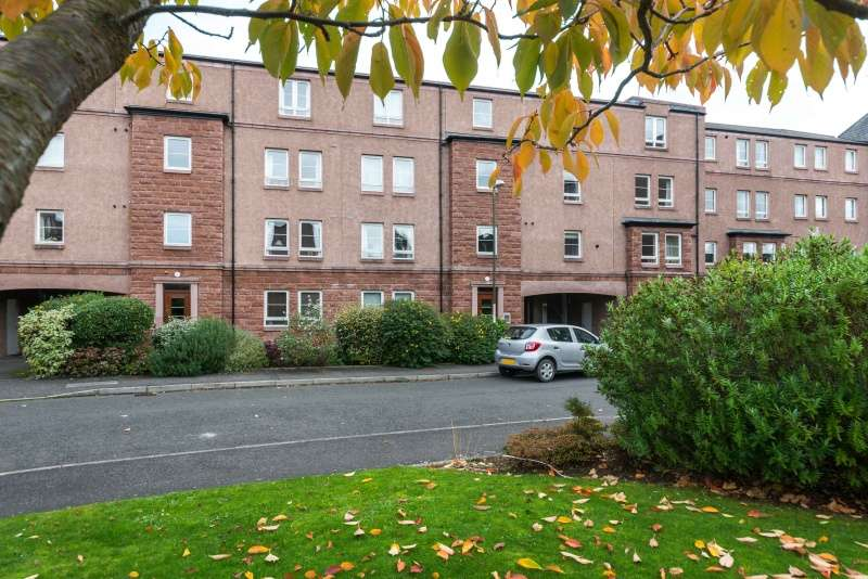 3 Bedrooms Flat for sale in West Savile Gardens, Edinburgh, EH9 3AB