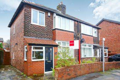 3 Bedrooms Semi Detached House for sale in Aber Avenue, Great Moor, Stockport, Cheshire