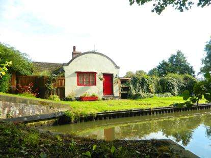 1 Bedroom Detached House for sale in Lock Cottage, Dicks Lane, Rowington, Warwick