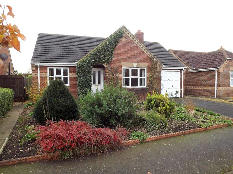 2 Bedrooms Bungalow for sale in Moor Park Drive, Woodhall Spa, LN10 6GB
