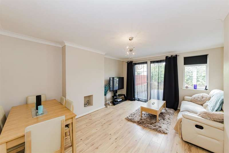2 Bedrooms Ground Flat for sale in Brockley Close, Worthing, West Sussex, BN14 7AW