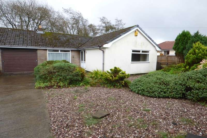 2 Bedrooms Semi Detached Bungalow for sale in Ranken Drive, Hoddlesden, Darwen, BB3