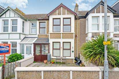 2 Bedrooms Flat for sale in Mount Wise, Newquay, Cornwall