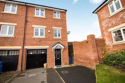 4 Bedrooms End Of Terrace House for sale in Wrigley Avenue, Pendlebury, Swinton, Manchester