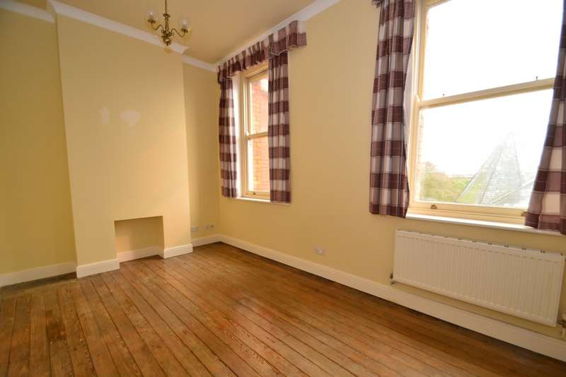 2 Bedrooms Flat for sale in Charlton Down