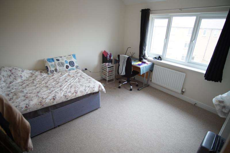 6 Bedrooms Terraced House for rent in Great Clover Leaze, Stoke Gifford, Bristol, BS16 1GG