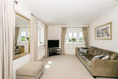 3 Bedrooms House for rent in Briar Wood Close, Bromley, BR2