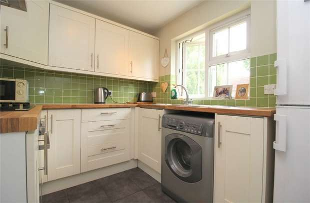 1 Bedroom Flat for sale in Pinewood Mews, Oaks Road, Stanwell Village