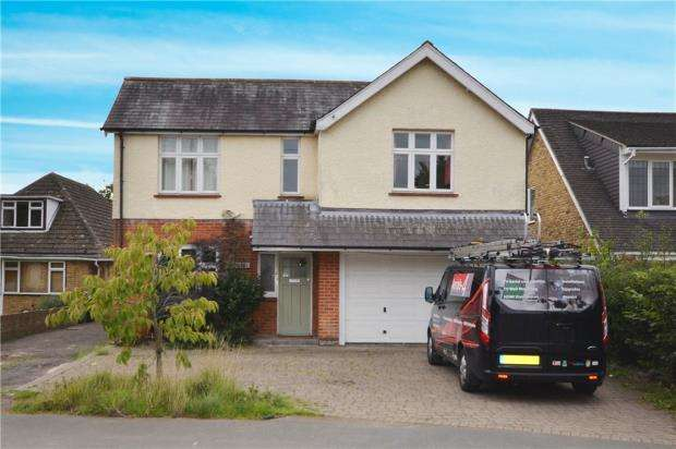 5 Bedrooms Detached House for sale in Beldam Bridge Road, West End, Woking
