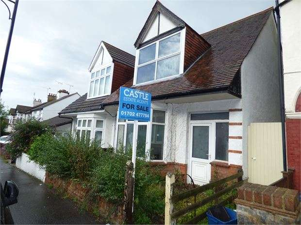 3 Bedrooms Semi Detached House for sale in Leighton Avenue, Leigh on sea, Leigh on sea, SS9 1PY