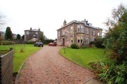 2 Bedrooms Flat for sale in Lochwinnoch Road, Kilmacolm