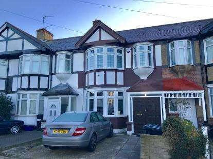 3 Bedrooms House for sale in Barkingside, Ilford, Essex