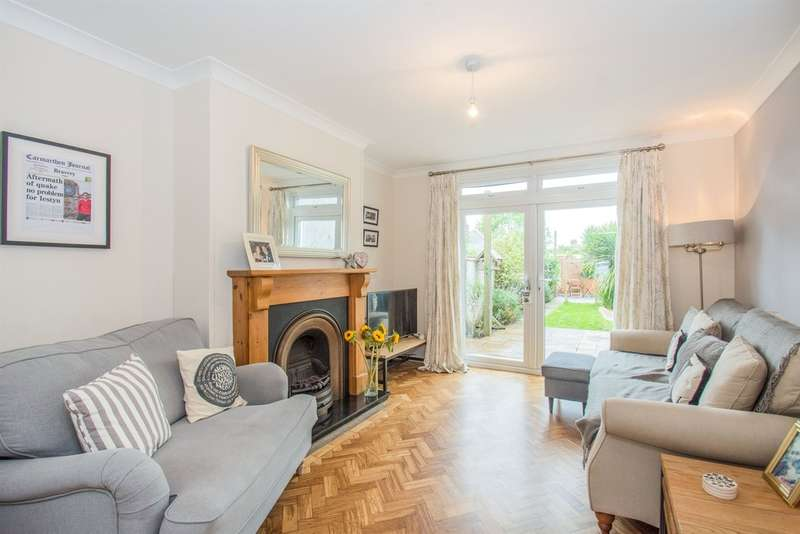 3 Bedrooms Semi Detached House for sale in Heol Pentwyn, Cardiff