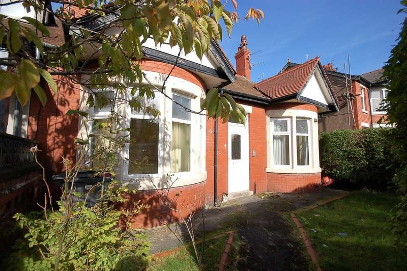 3 Bedrooms Semi Detached Bungalow for sale in Ryburn Avenue, Blackpool