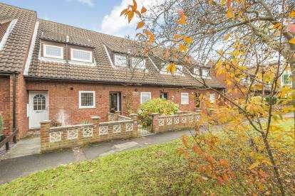 2 Bedrooms Terraced House for sale in Radburn Way, Letchworth Garden City, Hertfordshire, England
