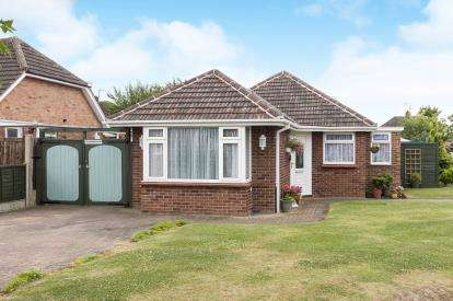 2 Bedrooms Bungalow for sale in Chedworth Way, Cheltenham, Gloucestershire, Uk