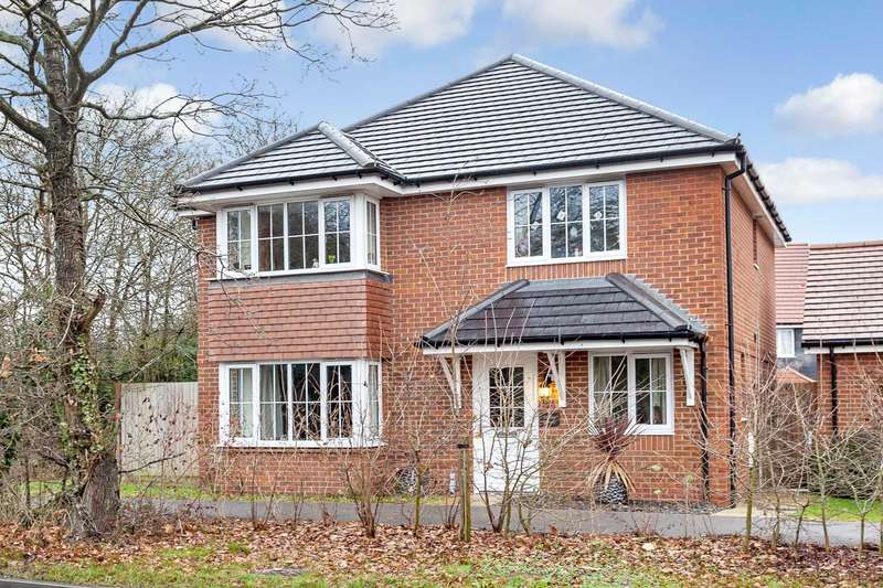 4 Bedrooms Detached House for sale in Southwater
