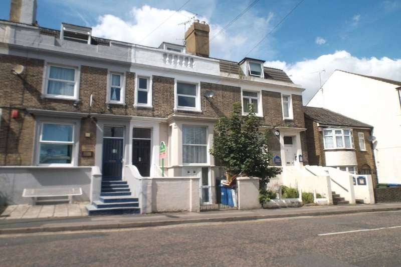 3 Bedrooms Flat for sale in Station Street, Sittingbourne, ME10