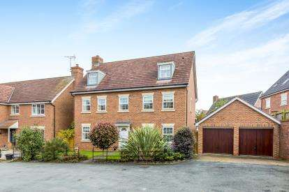 5 Bedrooms Maisonette Flat for sale in Winchester Court, Weston, Crewe, Cheshire