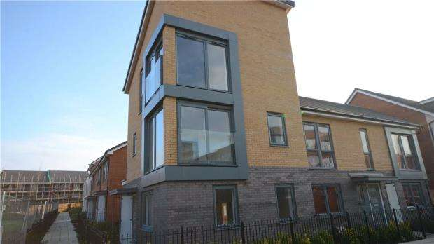 4 Bedrooms House for sale in Greenham Avenue, Reading, Berkshire