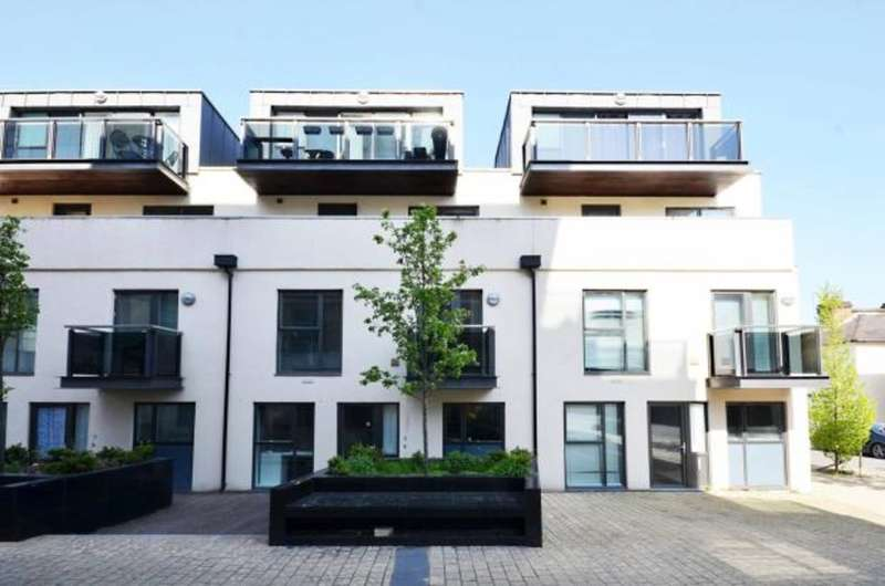 1 Bedroom Flat for sale in Surbiton