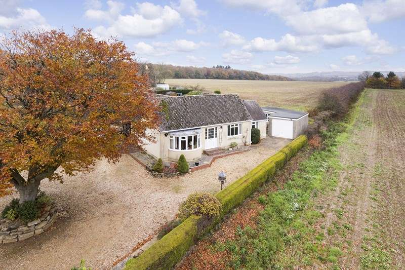 2 Bedrooms Detached Bungalow for sale in Bruern Road, Milton-Under-Wychwood, Chipping Norton