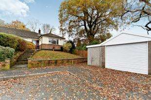 3 Bedrooms Bungalow for sale in Rydons Wood Close, Old Coulsdon, Surrey, England
