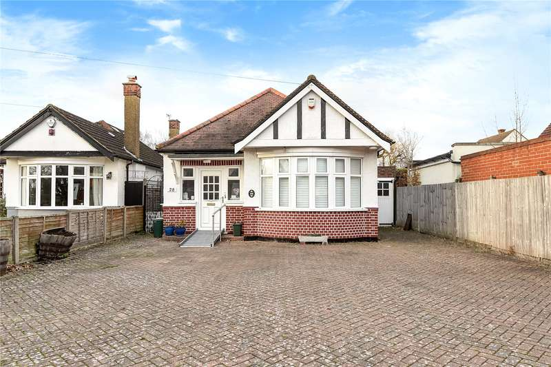 3 Bedrooms Detached Bungalow for sale in Marlborough Avenue, Ruislip, Middlesex, HA4