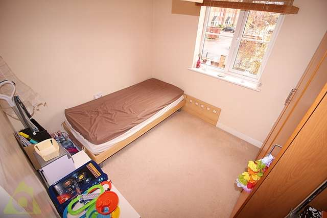2 Bedrooms Apartment Flat for sale in Lantern Court, Baguley