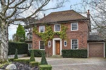4 Bedrooms Detached House for sale in Yester Park, Chislehurst, Kent, BR7 5DG