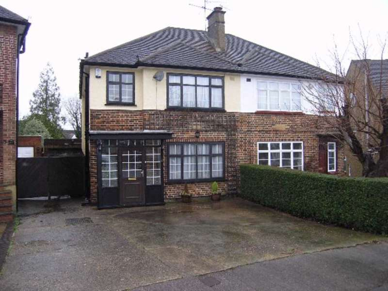 3 Bedrooms Semi Detached House for rent in Highland Drive, Bushey