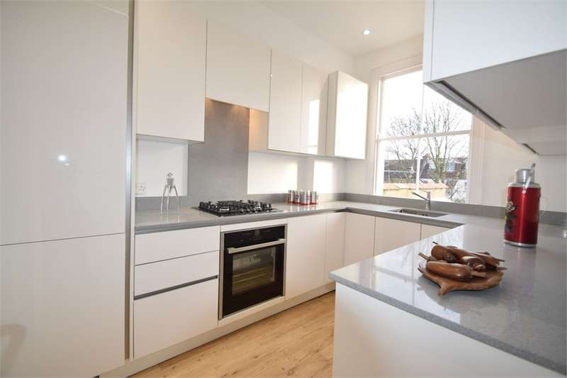 3 Bedrooms Flat for sale in Kilmartin Avenue, LONDON
