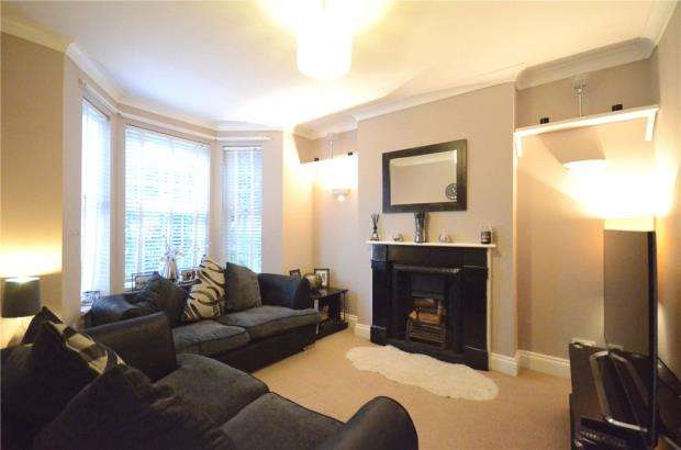 2 Bedrooms Terraced House for sale in The Grove, Aldershot, Hampshire