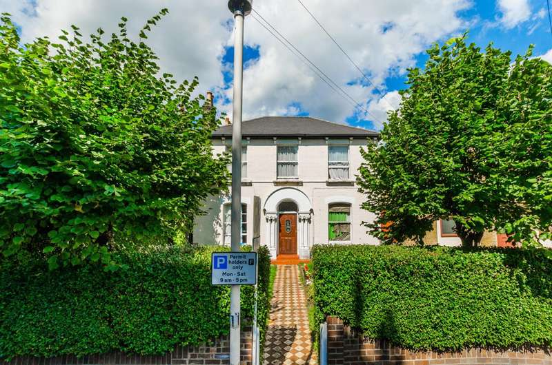 5 Bedrooms Detached House for sale in Osborne Road, Forest Gate, E7