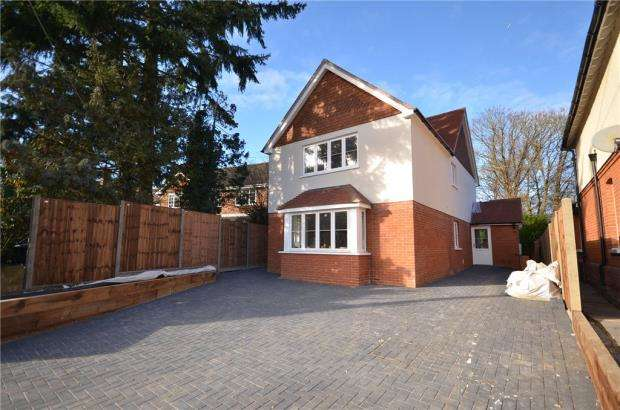 3 Bedrooms Detached House for sale in Mill Lane, Yateley, Hampshire
