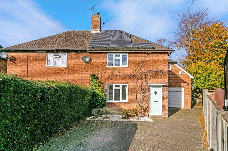 3 Bedrooms Semi Detached House for sale in Fernhurst Close, Beaconsfield, HP9